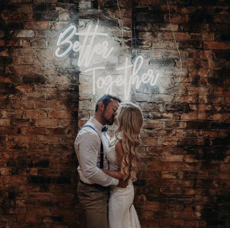 Neon wedding sign hire Buckinghamshire